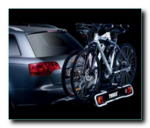 Велосипеды не закрывают огни автомобиля и номер