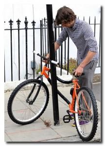 Кевин Скотт. Его изобретение – гибкий велосипед