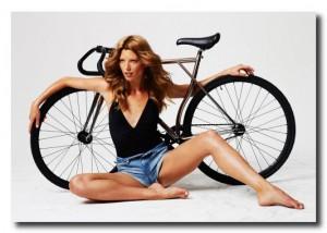 Красивая реклама велосипеда.