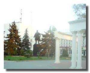 Ленин в центре площади
