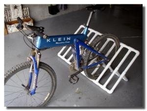 Парковка велосипедов из труб